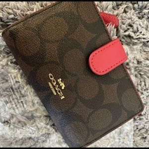 COACH Medium Corner Zip Wallet  NEW